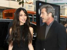 Mel Gibson 2009 - with his GF, Perfect Hairline!